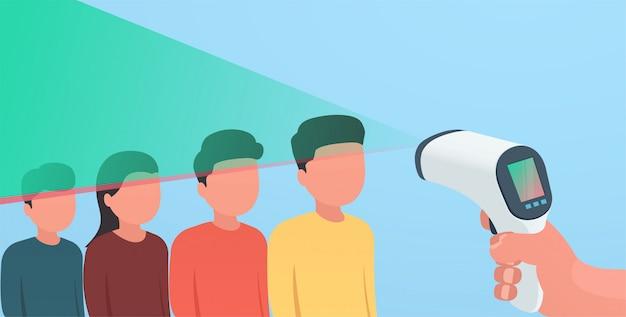 デジタル非接触赤外線スキャナー。体の顔をスキャンして病気を認識するという概念。