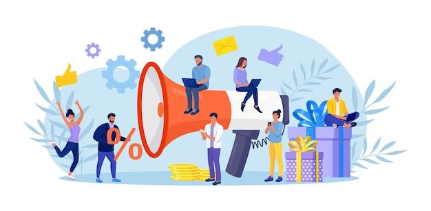 Цифровой маркетинг. большой мегафон с подарочной коробкой. промоутер привлекает клиентов, инвесторов. вознаграждение за лояльность, скидки, бонусная программа. привлечение целевой аудитории, подписчиков. продвижение в социальных сетях