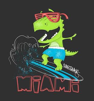 恐竜サーファーがサーフボードで波に乗る。図。