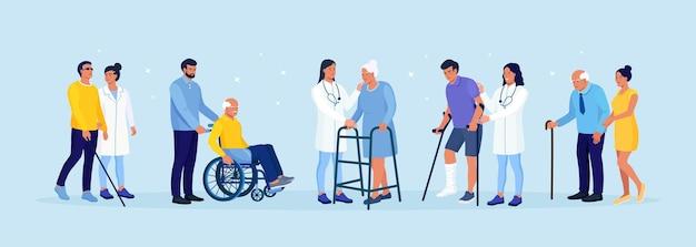 車椅子に座っている障害者の男性。女性は整形外科の歩行器に寄りかかって歩いています。盲目の患者は杖を持って歩きます。松葉杖でキャストで足を骨折した男。障害を持つ人々。リハビリテーション