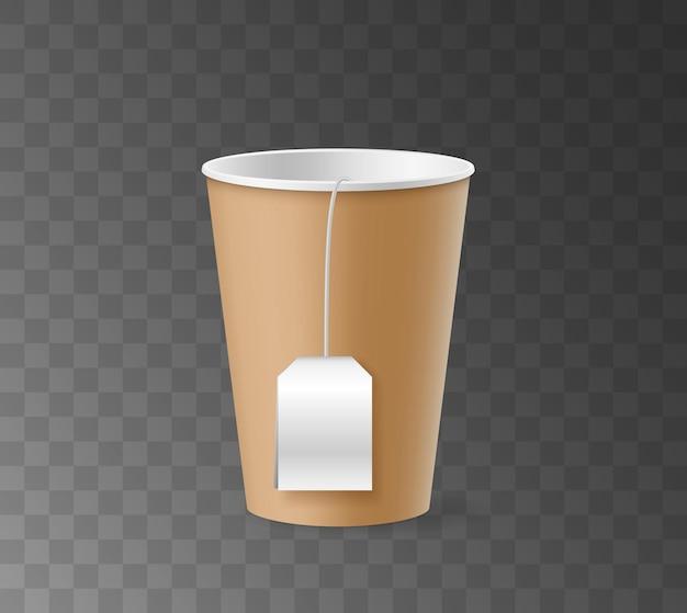 Одноразовый бумажный стаканчик с белой пустой биркой пакетика чая, изолированные на прозрачном фоне