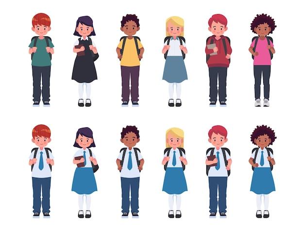制服とカジュアルな服を着たバックパックを持った子供たちの多様なセット。かわいい漫画のシンプルなフラットベクトルスタイル。学校のイラストに戻ります。