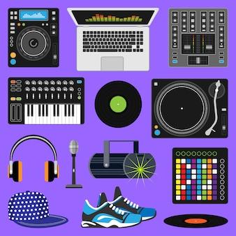 Dj музыка диск-джокей играет дискотека на проигрывателе звука набор звуков с наушниками и проигрывателями аудио-оборудования для воспроизведения виниловых дисков в ночном клубе, изолированных на фоне