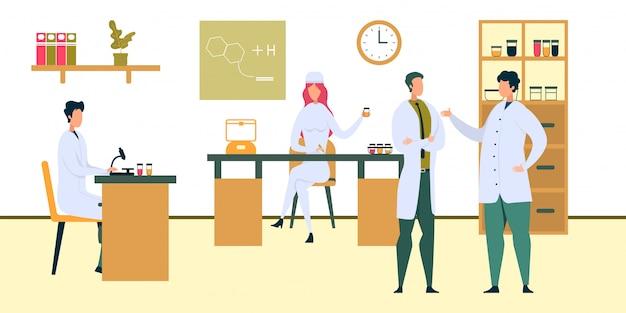 Доктор анализирующий жидкий образец больница лаборатория