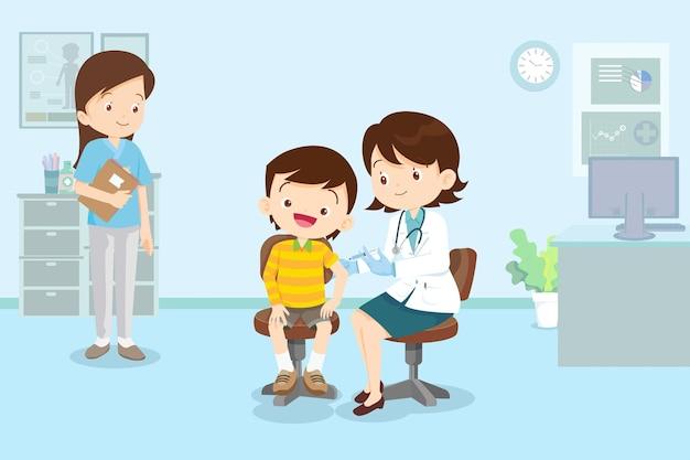 병원에서 어린이 소년을위한 의사 주사 백신