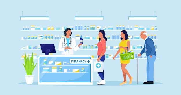 약국에서 의사 약사 상담 환자. 대기열에 서 있는 고객, 배경에 약이 있는 선반. 약국에서 약을 사는 사람들. 제약 산업