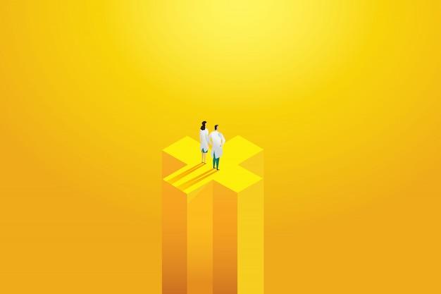 黄色の背景に立っている2つの専門家、労働者を医者します。病院スタッフ、キャラクターセット。図