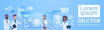 医師グループ使用仮想コンピューターインターフェース革新技術コンセプト現代医療