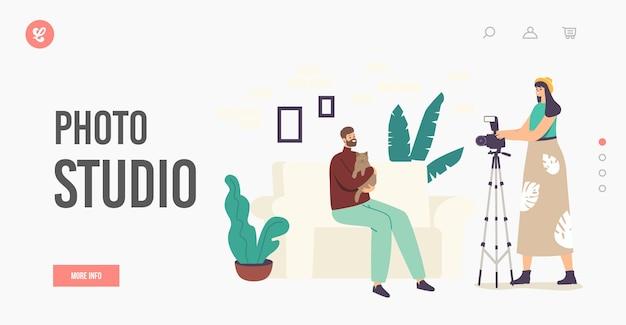 家畜フォトセッション、ペット写真撮影着陸ページテンプレート。写真家の女性キャラクターがスタジオのソファに座っている猫を抱き締める男の写真を作成します。漫画のベクトル図