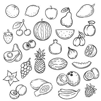 果物を落書き。手描きのアウトラインベリーアプリコット、バナナと洋ナシ、チェリー。リンゴ、イチゴ、ブドウ、ライムの有機食品スケッチベクトルセット。ビタミンと熱帯と庭の夏の果物