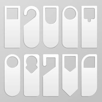 Дверная вешалка. реалистичный макет вешалки для чистого листа бумаги, белый картон, знак не беспокоить для дверей отеля. векторный набор дизайн бумажные вешалки для рекламы