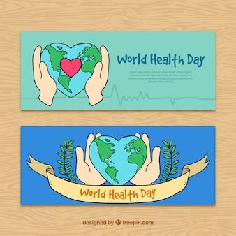 I disegni delle mani con le bandiere del mondo