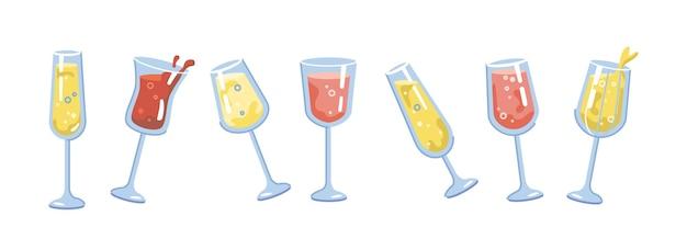 안경으로 분리된 알코올 음료의 음료와 칵테일은 스파클링 와인과 탄산 거품을 설정합니다.