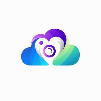 愛の概念を持つドローンのロゴ