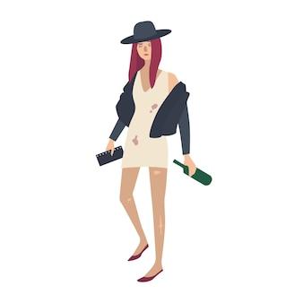 スタイリッシュな汚れた破れた服を着て、ワインのボトルを保持している酔った若い女性。アルコール乱用、依存症または中毒の女性の漫画のキャラクター。フラットなカラフルなベクトルイラスト。
