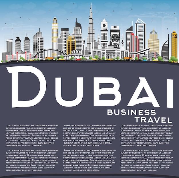 회색 건물, 푸른 하늘 및 복사 공간이 있는 두바이 uae 스카이라인. 벡터 일러스트 레이 션. 현대 건축과 비즈니스 여행 및 관광 그림입니다.