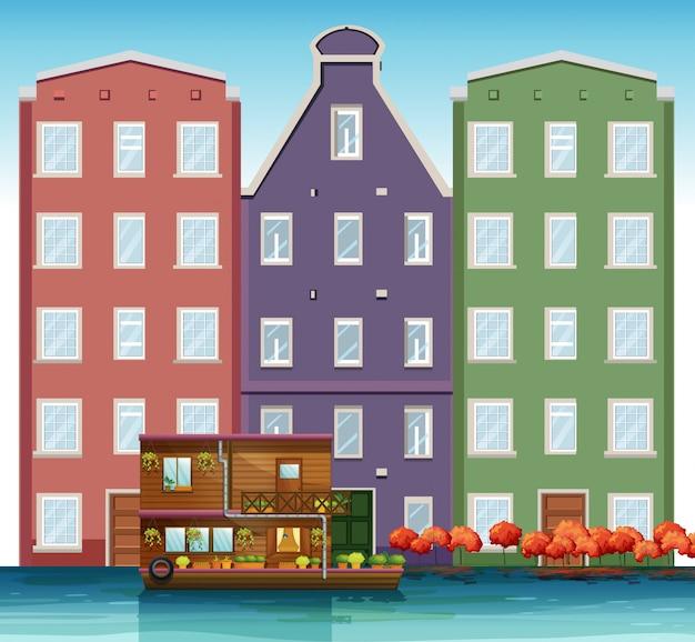 Голландский дом рядом с каналом