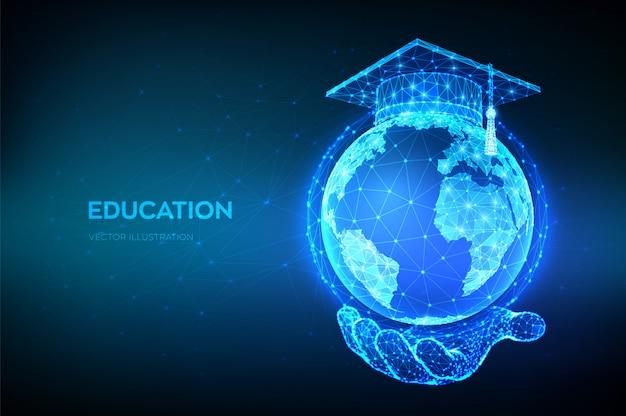 전자 학습 개념. 온라인 교육. 손에 행성 지구 지구본 모델지도에 추상 낮은 다각형 졸업 모자.