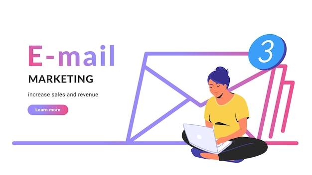 판매 및 수익 증대를 위한 이메일 마케팅. 노트북과 함께 연꽃 포즈를 취하고 원격으로 일하는 귀여운 여성의 플랫 라인 벡터 삽화. 흰색 바탕에 3 개의 봉투 아이콘