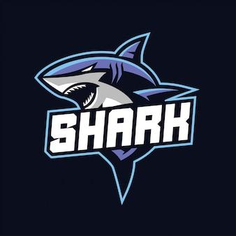 暗い背景に分離されたスポーツとeスポーツのロゴのサメマスコット