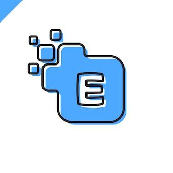 ビジネス企業の正方形文字eフォントロゴデザインベクトル。テクノロジーのためのカラフルなデジタルレターアルファベットテンプレート。ピクセルのロゴ