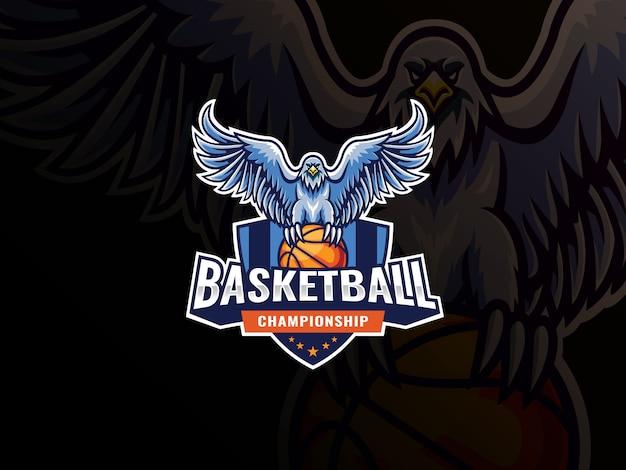 イーグルマスコットスポーツロゴデザイン。鷲鳥マスコットベクトルイラストロゴ。イーグルはバスケットボールを襲い、