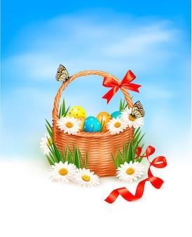 잔디에 바구니와 함께 부활절 달걀과 부활절 배경.