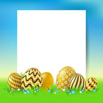 금 달걀과 빈 종이 카드와 부활절 배경