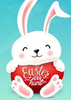 Пасхальный заяц обнимает яйцо с цитатой типографии надписи праздничного приветствия.