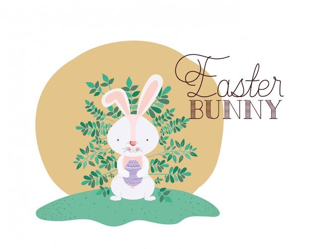 Пасхальный кролик этикетка с яйцом изолированных значок