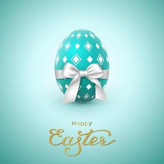 Поздравительная открытка праздника пасхи. блеск надписи, реалистичное яйцо с белым бантом.
