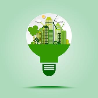 Зеленый город eco с энергией спасения и рециркулирует концепцию в стиле искусства бумаги лампочки.