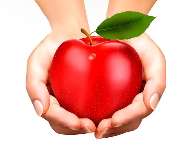 白で隔離の手でエド熟したリンゴ