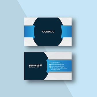 青い背景のストリップパターンで編集可能な名刺テンプレートのレイアウト。
