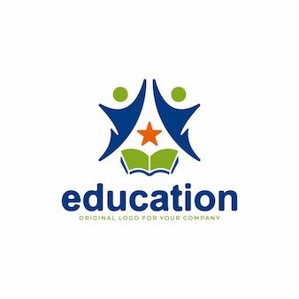 팀워크 개념과 별에 도달하려는 사람들의 상징이 있는 교육 로고
