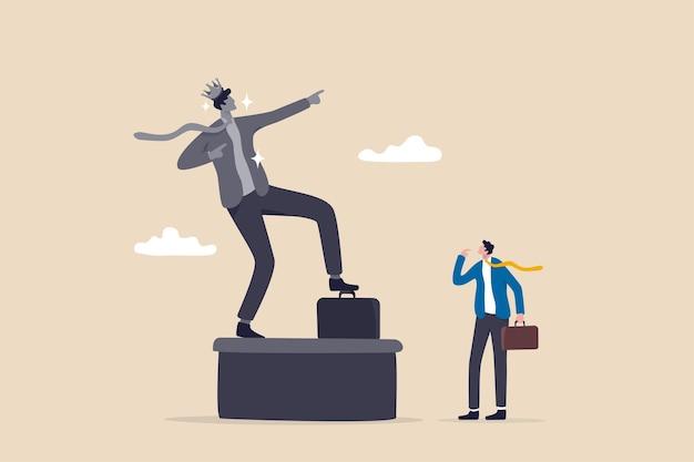 에고, 자만심, 자긍심, 지나치게 자신을 자랑스러워하거나 과신, 성공 또는 리더십 역사 개념, 자신의 에고를 생각하는 자기 성공 동상을 바라보는 사업가.