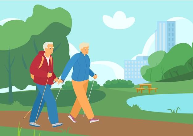 サマーパークを歩く老夫婦のノルディックウォーキング。アクティブリタイアメント。健康的な生活様式。