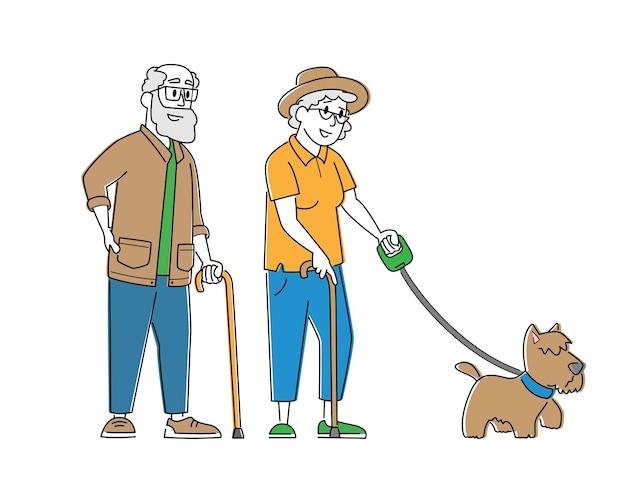 犬と一緒に歩く老夫婦