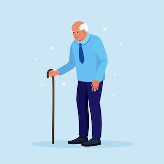 Пожилой мужчина с тростью. красивый старик в повседневной одежде с палкой