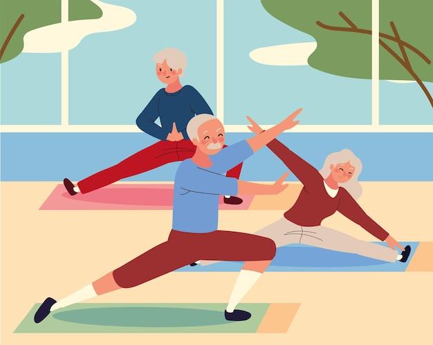 Пожилые люди занимаются йогой