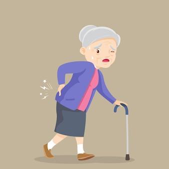 背中の痛みに苦しんでいる年配の女性背中の痛みに苦しんでいる杖の祖母を持つ老婆