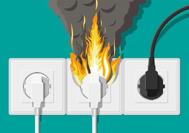 Электрическая розетка с вилкой в огне