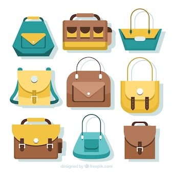 異なる色のエレガントなバッグ