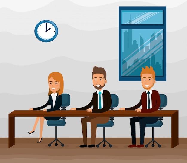 Eleganti uomini d'affari nella scena dell'ufficio