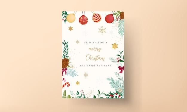 크리스마스 장식품과 아름다운 잎이 있는 우아한 크리스마스 카드 디자인