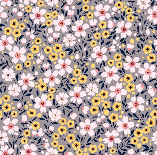 小さな色とりどりの花でエレガントな花柄。リバティスタイル。ファッションプリントのための花のシームレスな背景。