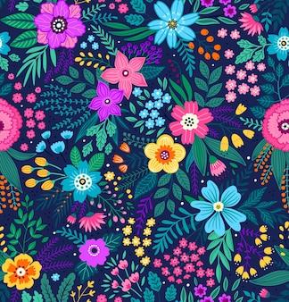 小さなカラフルな花のエレガントな花柄。ファッションプリントのシームレスな背景。