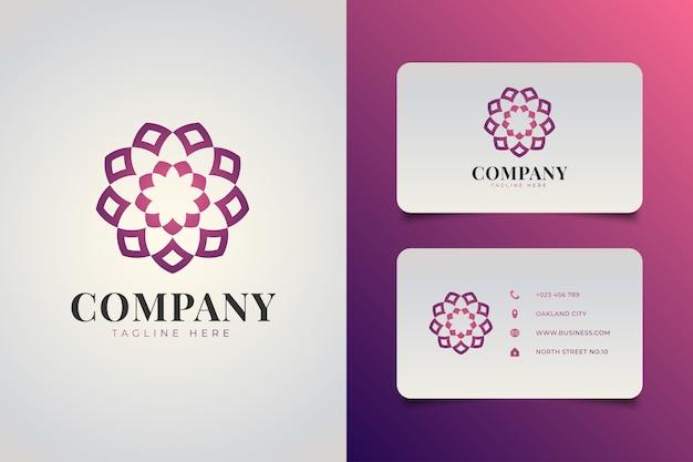 호텔, 스파 또는 사회 조직 로고에 적합한 그라데이션 개념의 만다라 스타일의 우아한 기하학적 꽃 로고