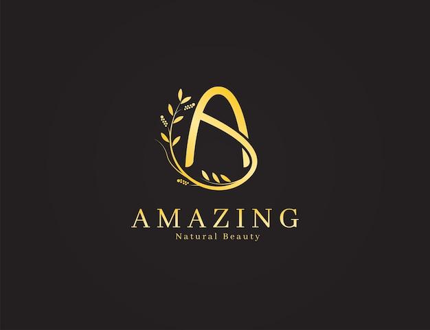 Элегантная роскошная золотая буква с логотипом с цветочной концепцией