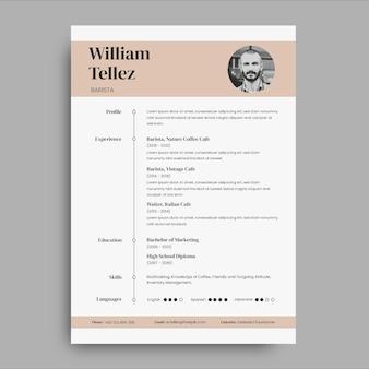エレガントなミニマリストバリスタヨーロッパ形式のカフェ履歴書